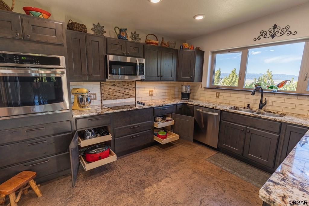 500 Twin Pines Avenue, Rockvale, CO